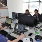Seize étudiants développent cinq projets de startup en quatre mois