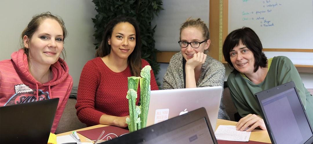Photo d'équipe: Sarah, Christelle, Laure et Nathalie